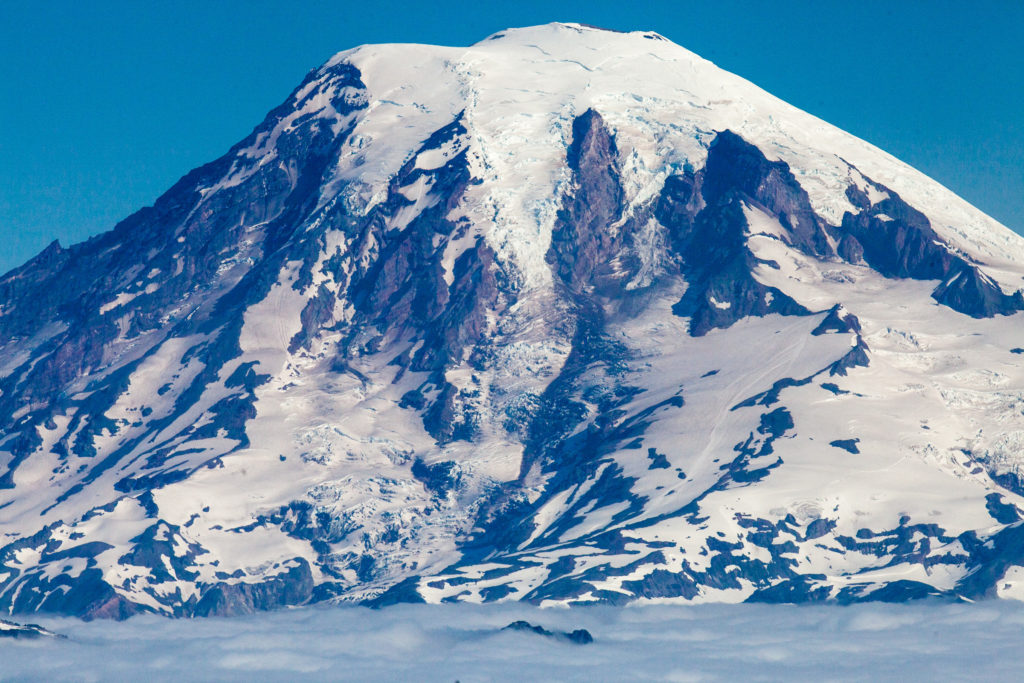 Mount Rainier from Goat Rocks Wilderness 360mm telephoto